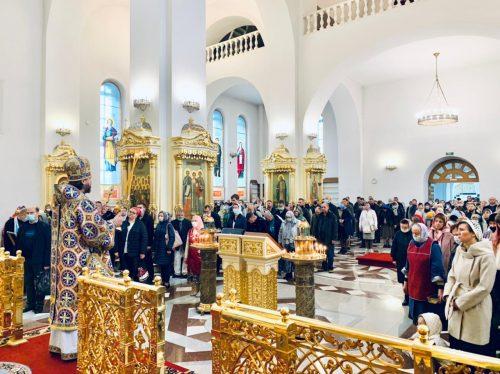 В отдание праздника Успения Пресвятой Богородицы владыка Фома совершил Литургию в Георгиевском соборе Одинцова