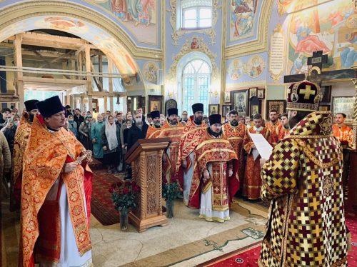 Епископ Фома совершил Божественную литургию в храме Рождества Иоанна Предтечи села Садки