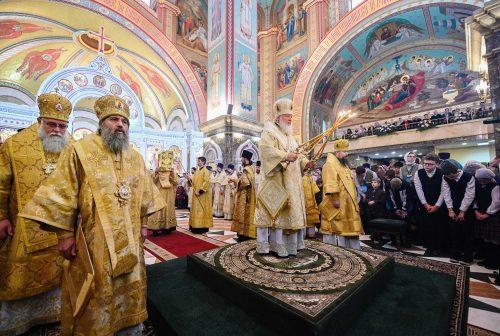 Епископ Фома сослужил Святейшему Патриарху за Божественной литургией в храме Христа Спасителя в Калининграде