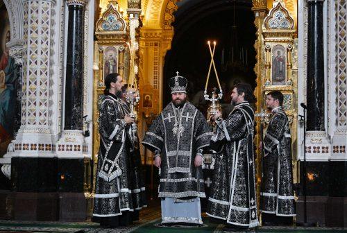 Епископ Фома сослужил Святейшему Патриарху за литургией преждеосвященных даров в храме Христа Спасителя