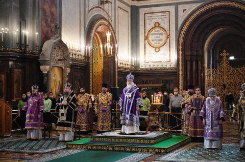 Епископ Фома сослужил Святейшему Патриарху в Храме Христа Спасителя