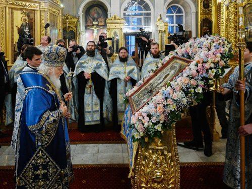Епископ Фома сослужил Святейшему Патриарху за акафистом перед иконой иконой Божией Матери «Умиление», с которой Предстоятель совершил объезд Москвы