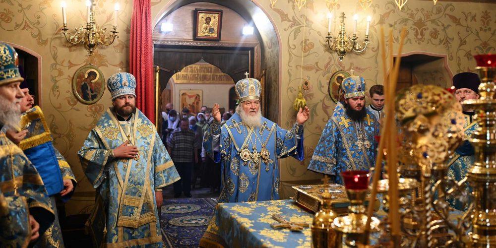 В праздник Казанской иконы Божией Матери епископ Фома сослужил Святейшему Патриарху в Казанском соборе на Красной площади