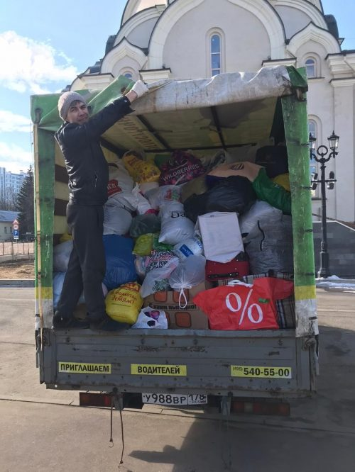 Прихожане храма преподобного Андрея Рублева отправили вещевую помощь во Псков