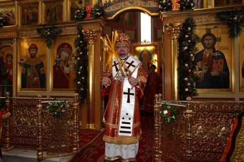 Епископ Бронницкий Игнатий совершил Всенощное бдение в храме вмч. Георгия Победоносца на Поклонной горе