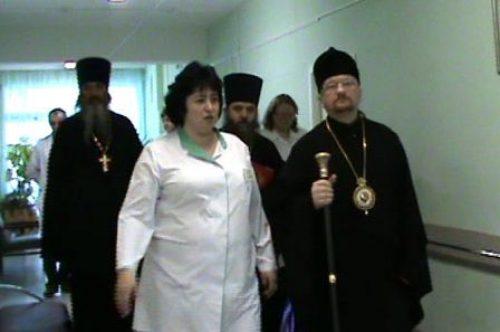 Посещение больницы №18 епископом Бронницким Игнатием (поздравление духовенством и прихожанами пациентов больницы с Рождеством)