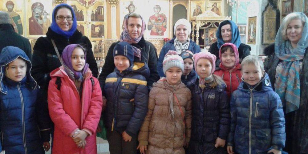 Храм великомученника Георгия Победоносца на Поклонной горе посетили учителя и родители с детьми школы № 690