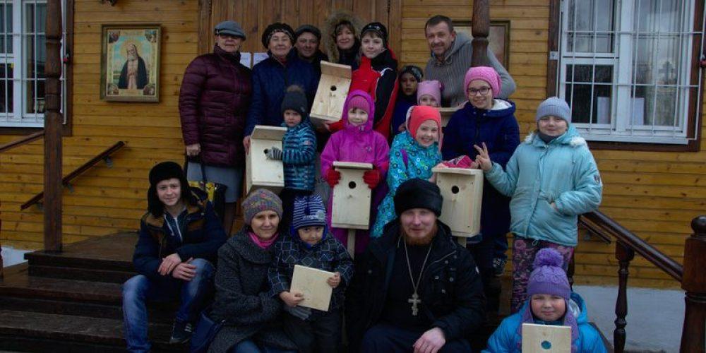 3 апреля ученики воскресной школы храма прп. Серафима Саровского в Кунцеве строили скворечники