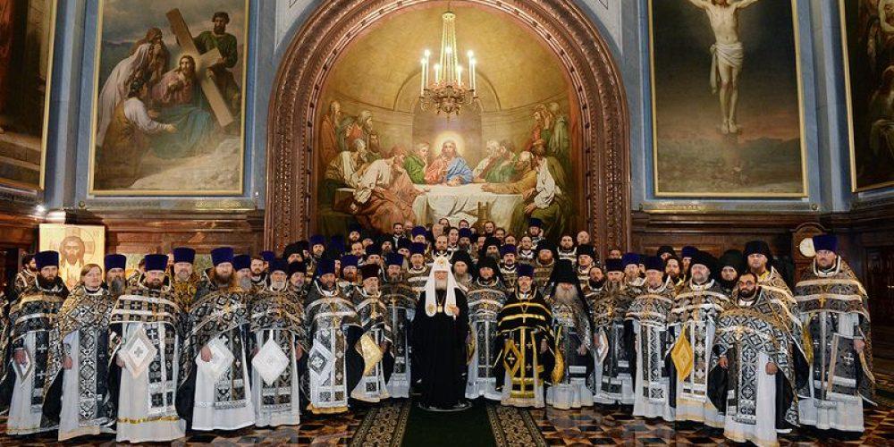 В Великую Среду Предстоятель Русской Церкви совершил Литургию Преждеосвященных Даров в Храме Христа Спасителя г. Москвы