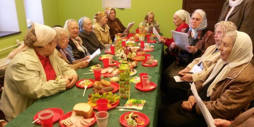 Приходской социальный отдел храма прав. Иоанна Русского поздравил старейших прихожан