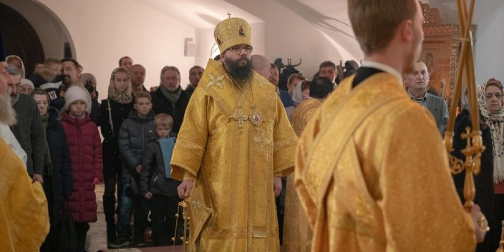 Архиепископ Матфей совершил чин малого освящения нового храма Казанской Божией Матери в Мещерском