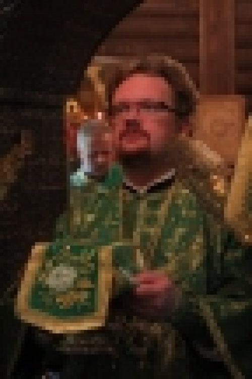Епископ Бронницкий Игнатий совершил Литургию в храме праведного Иоанна Русского в Кунцеве
