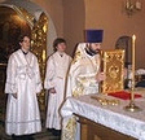 Божественную литургию в Рождественский Сочельник епископ Игнатий совершил на Крутицком подворье