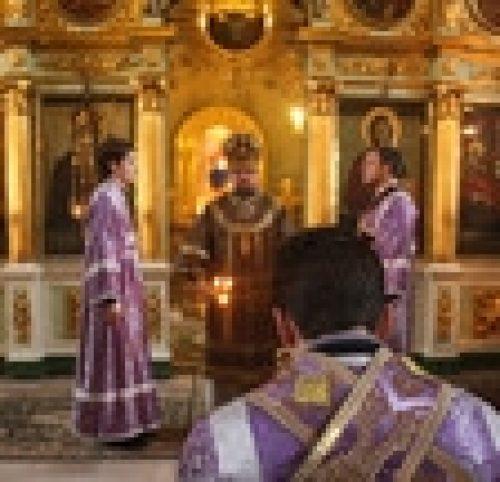 Епископ Бронницкий Игнатий совершил божественную литургию в Неделю четвертую Великого поста