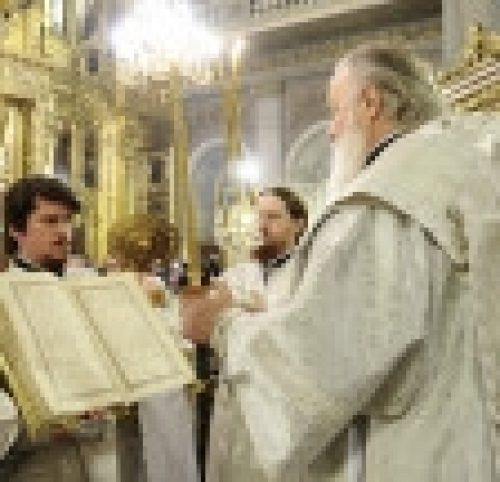 В канун праздника Крещения Господня Епископ Бронницкий Игнатий сослужил Святейшему Патриарху Кириллу за всенощном бдении в Богоявленском кафедральном соборе