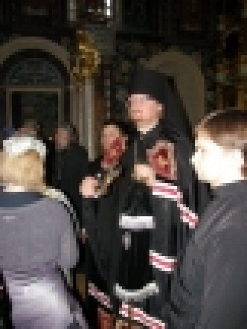 Епископ Бронницкий Игнатий совершил вседневную вечерню с чином прощения в храме Рождества Иоанна Предтечи на Пресне