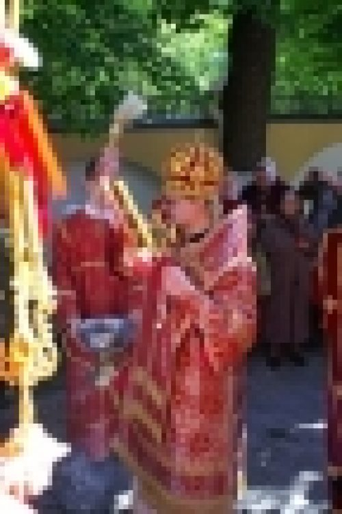 Епископ Бронницкий Игнатий совершил Божественную литургию в день отдания праздника Пасхи. (фотогалерея)