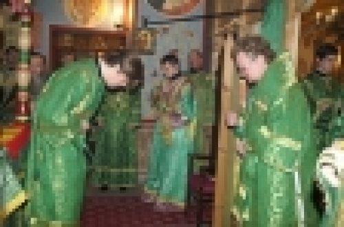 Епископ Бронницкий Игнатий совершил божественную литургию в храме прп. Феодора Студита