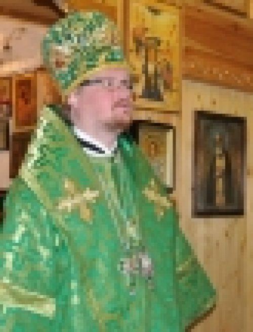 Епископ Бронницкий Игнатий совершил Божественную литургию в храме пр. Серафима Саровского на Филевской пойме