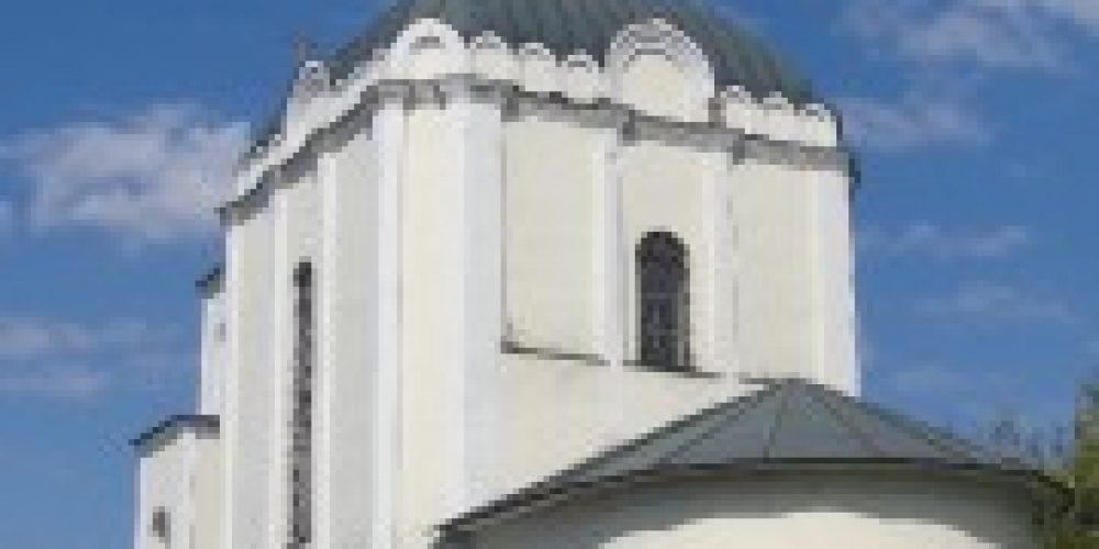 Архиепископ Истринский Арсений совершил Божественную литургию в храме преподобного Серафима Саровского на Покровском кладбище