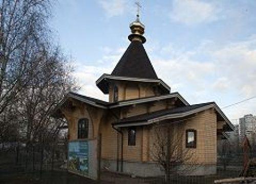 В храме прпп. Кирилла и Марии Радонежских состоялась праздничная Литургия и была проведена благотворительная ярмарка