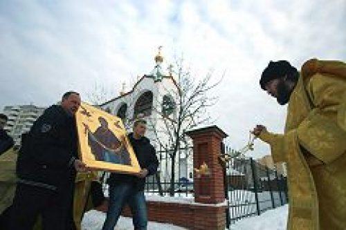 В дар храму всех святых, в земле Российской просиявших, в Новокосино передана икона «Пояс Пресвятой Богородицы»