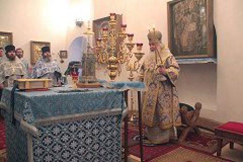 Митрополит Истринский Арсений совершил всенощное бдение и Божественную литургию в храме иконы Божией Матери «Взыскание Погибших»