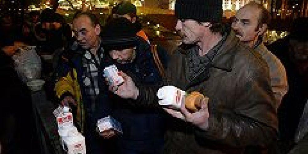 В день рождения Святейшего Патриарха Кирилла в Москве были организованы праздничные трапезы для бездомных