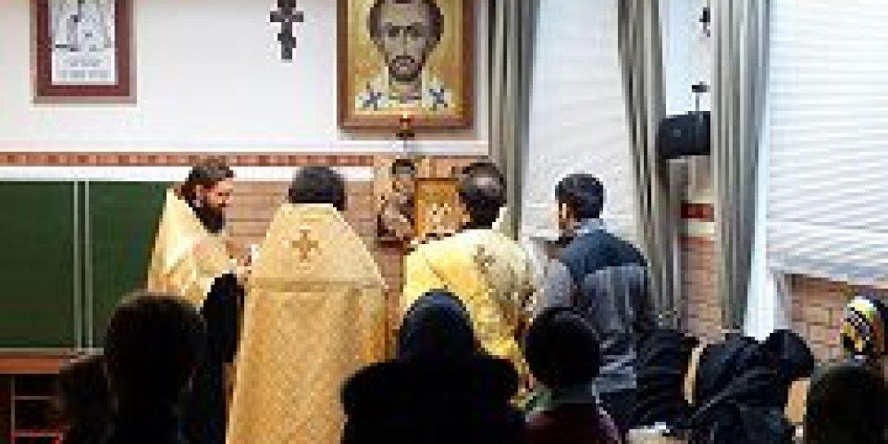 В день памяти святителя Иоанна Златоуста в бывшем келейном корпусе Златоустинского монастыря было совершено молебное пение
