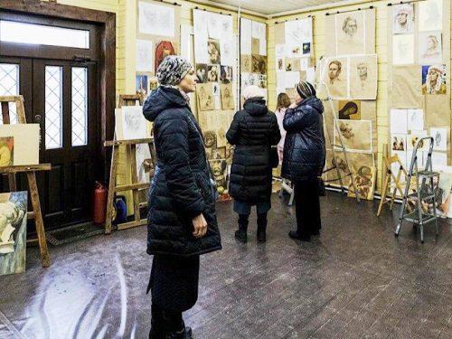 В иконописной школе при храме Успения Пресвятой Богородицы в Матвеевском состоялся просмотр работ