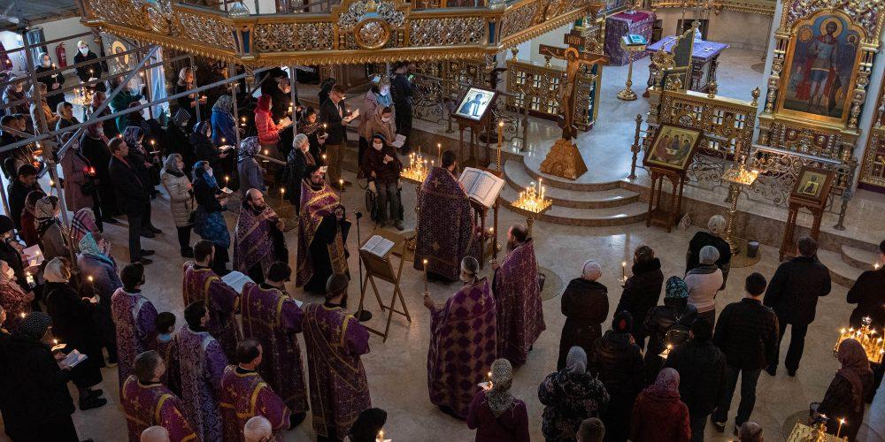 Патриарх Кирилл благословил усилить в храмах и монастырях меры по профилактике распространения коронавируса