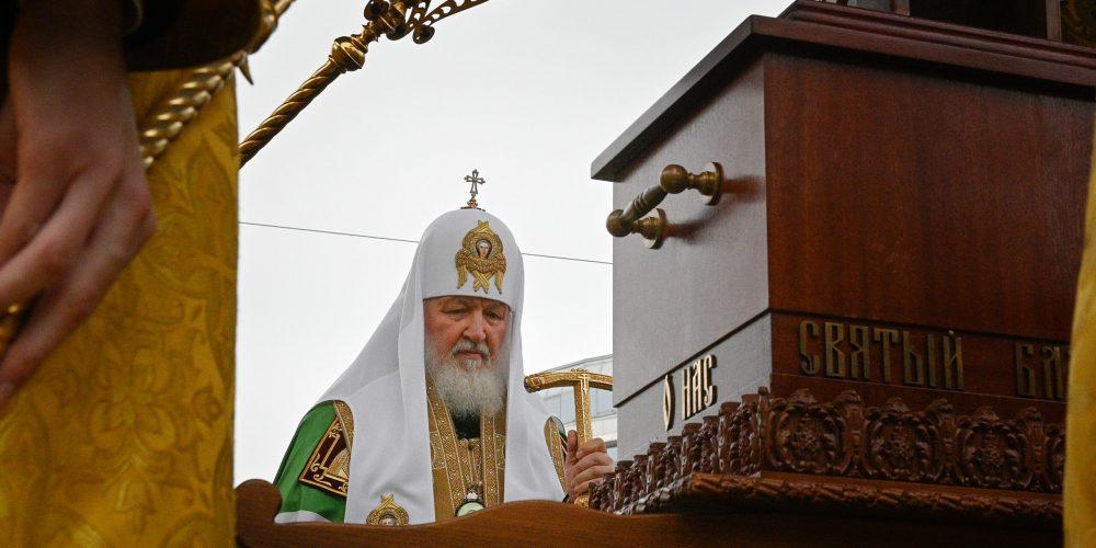Патриарх Кирилл в Санкт-Петербурге возглавил крестный ход с мощами князя Александра Невского