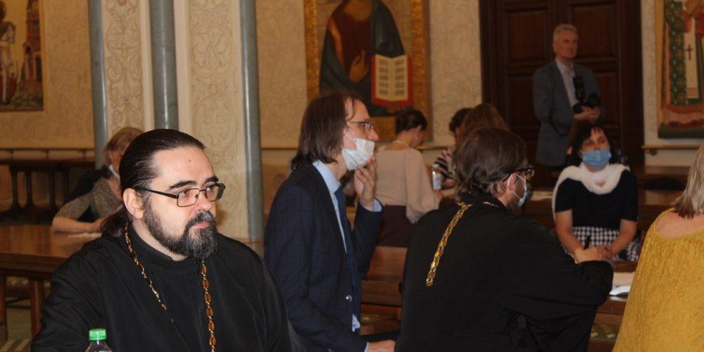 Общественные методисты Западного викариатства приняли участие в конференции по социокультурному системного развитию школы.