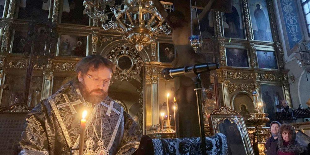 Епископ Фома совершил пассию в Никольском храме в Хамовниках