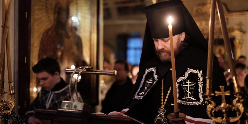 Епископ Фома совершил повечерие с чтением канона Андрея Критского в Хамовниках