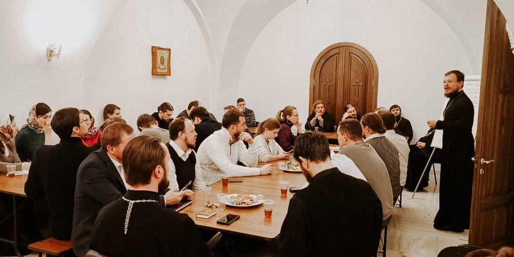 Заключительное заседание молодёжного совета Западного викариатства прошло в храме преподобного Сергия Радонежского в Солнцеве