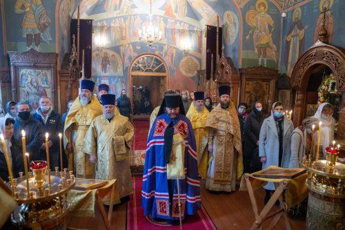 Литургию в престольный праздник в храме святителя Димитрия, митрополита Ростовского возглавил епископ Фома