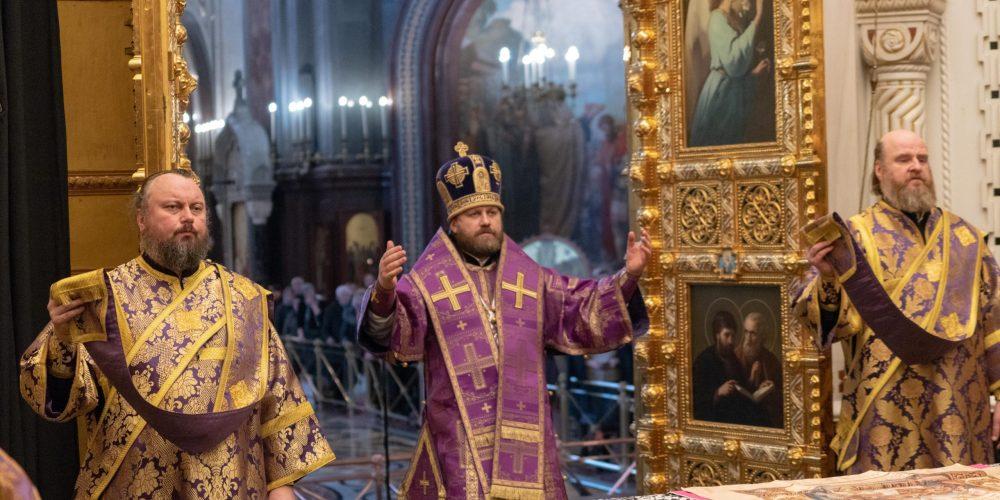 Епископ Павлово-Посадский Фома совершил Божественную литургию в Храме Христа Спасителя (+ фото)