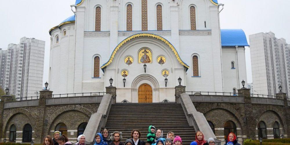 Юные прихожане Смоленского храма в Фили-Давыдкове посетили с экскурсией Оптинское подворье