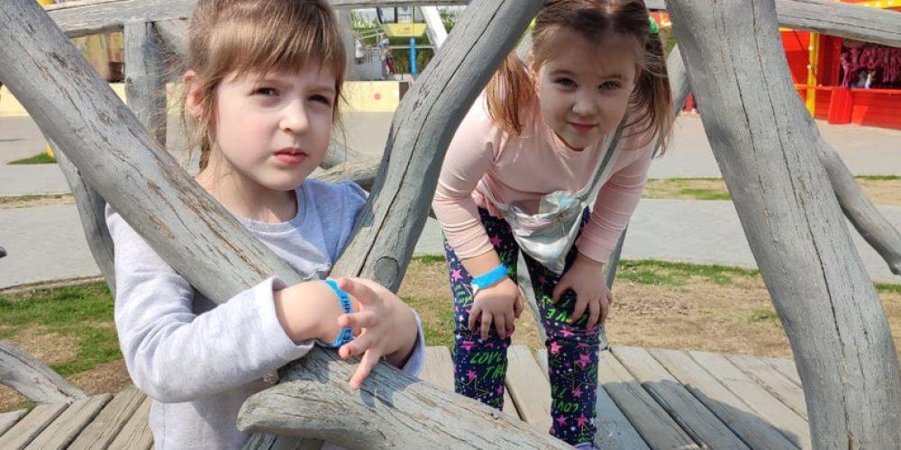 Многодетные семьи прихожан Западного викариатства бесплатно посетили парк развлечений «Сказка»
