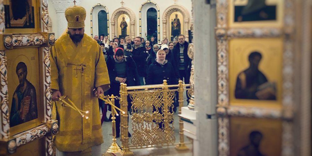 Епископ Фома совершил Божественную литургию в соборном храме в Переделкине