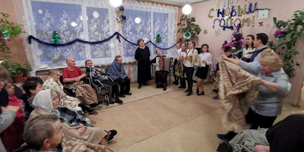 Прихожане храма преподобного Сергия Радонежского посетили опекаемый приходом хоспис в деревне Козлово Тверской области