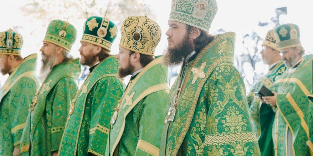 В день памяти преподобного Сергия Радонежского епископ Фома сослужил на Литургии в Успенском соборе Лавры