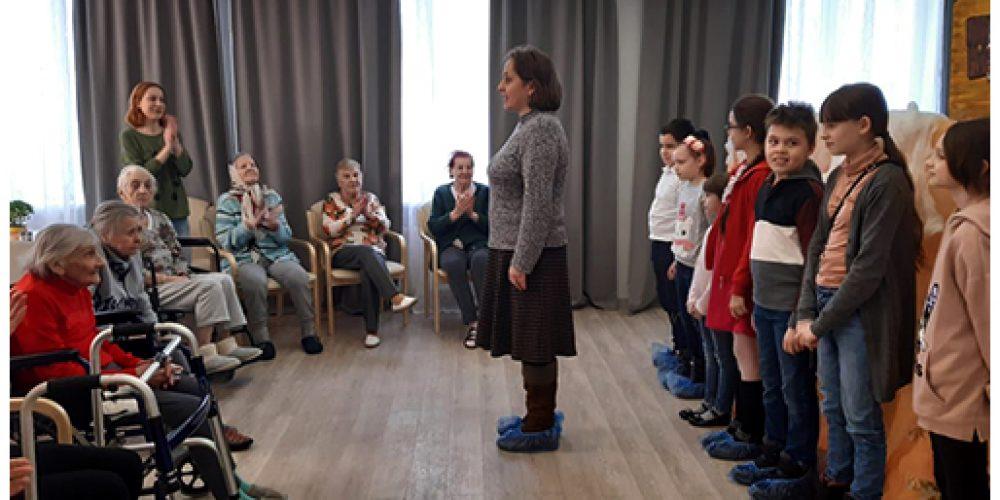 Артисты детского театра «Филенок» посетили резиденцию для пожилых людей «Идиллия»