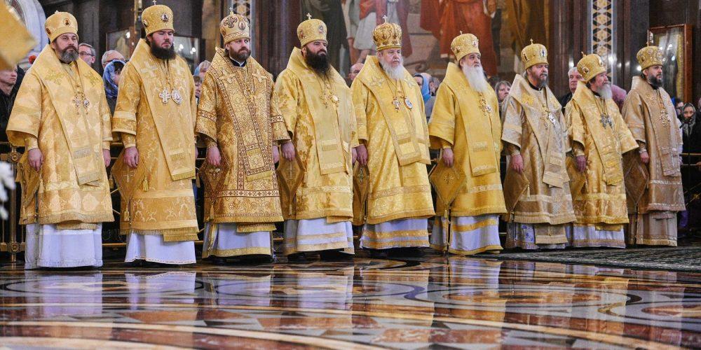 В Неделю Торжества Православия епископ Фома сослужил Святейшему Патриарху за литургией в Храме Христа Спасителя