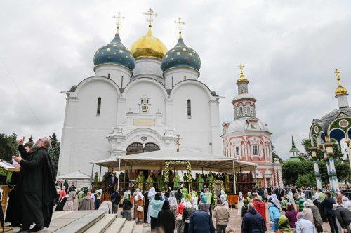 Богослужение в Троице-Сергиевой лавре в день памяти преподобного Сергия. ВИДЕО