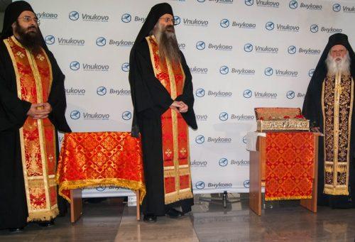 Ковчег с десницей великомученика Георгия Победоносца доставили в аэропорт «Внуково-3» 24 апреля в 11 часов