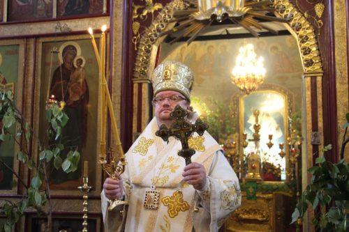 В День Святого Духа епископ Выборгский и Приозерский Игнатий совершил Божественную Литургию в храме Архангела Михаила в Тропареве