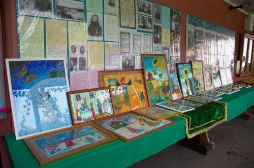 1 августа в Престольный праздник в храме прп. Серафима Саровского в Кунцеве состоялась выставка картин