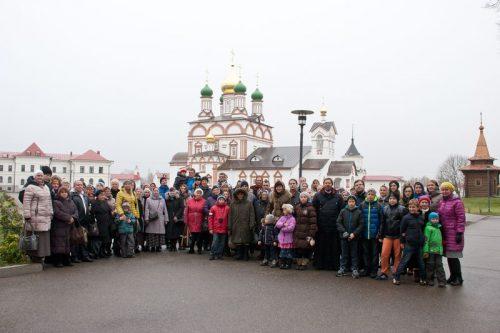 Храм Благовещения Богородицы в Федосьино организовал многочисленную паломническую поездку в Ростов Великий